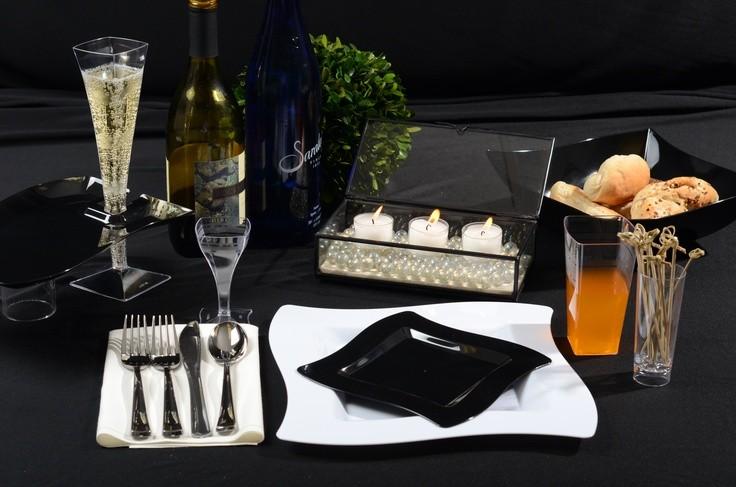 Одноразовая посуда для кейтеринга и фуршетов, одноразовые фужеры для шампанского и бокалы для вина.