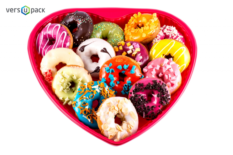 Disposable heart-shaped sushi platters, sushi containers and trays for Asian food restaurants.